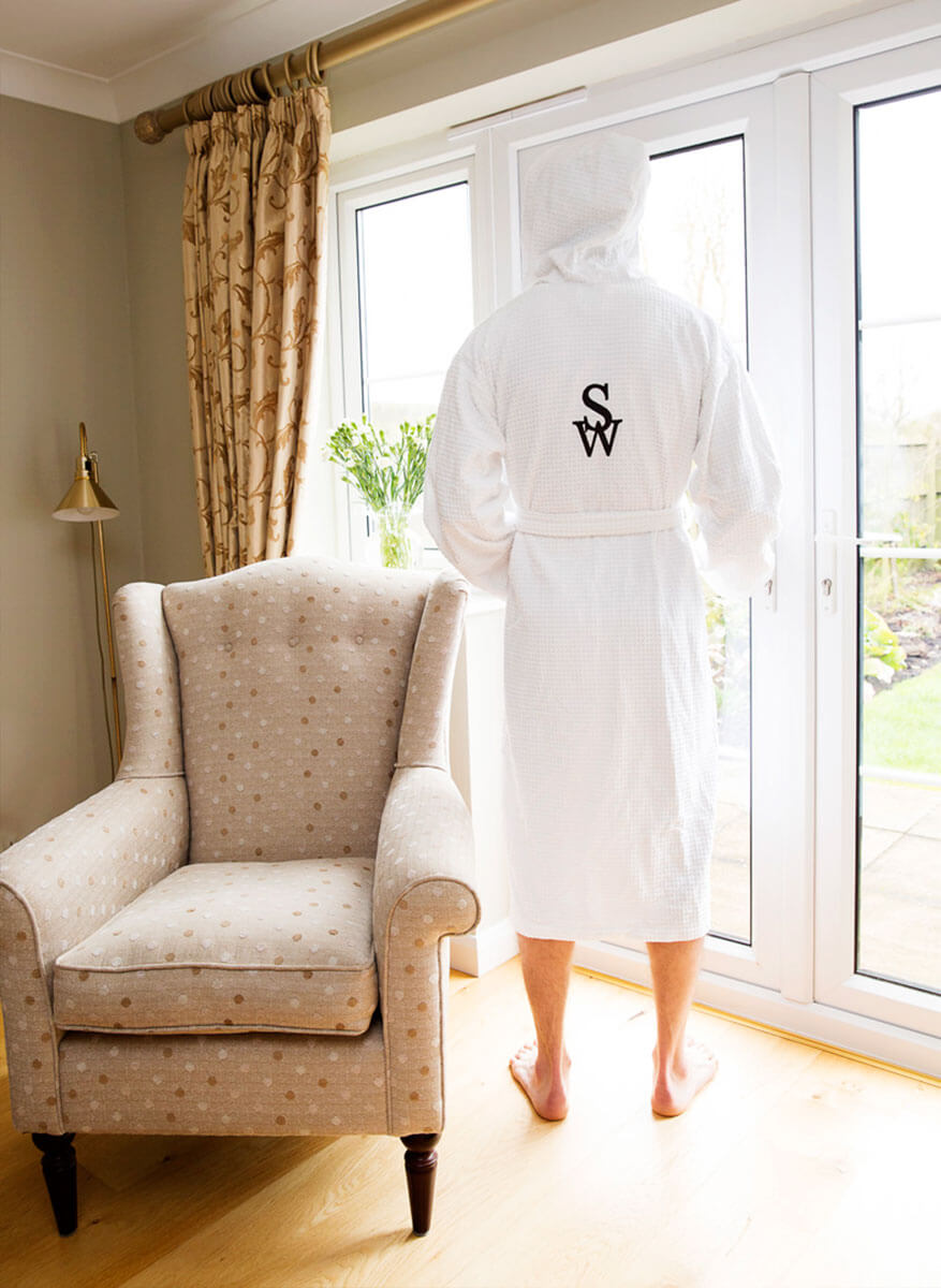 subtle_whispers_luxury_dressing_gown_001